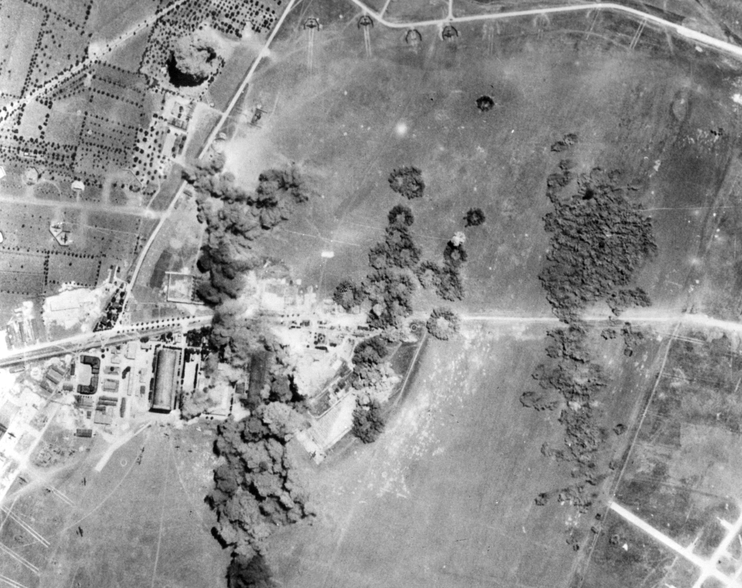 5-GrottaglieField-1943-UnderAttack